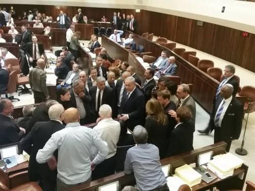 חברי הכנסת בפעולה |צילום מתוך עמוד הפייסבוק של דניאל אופיר