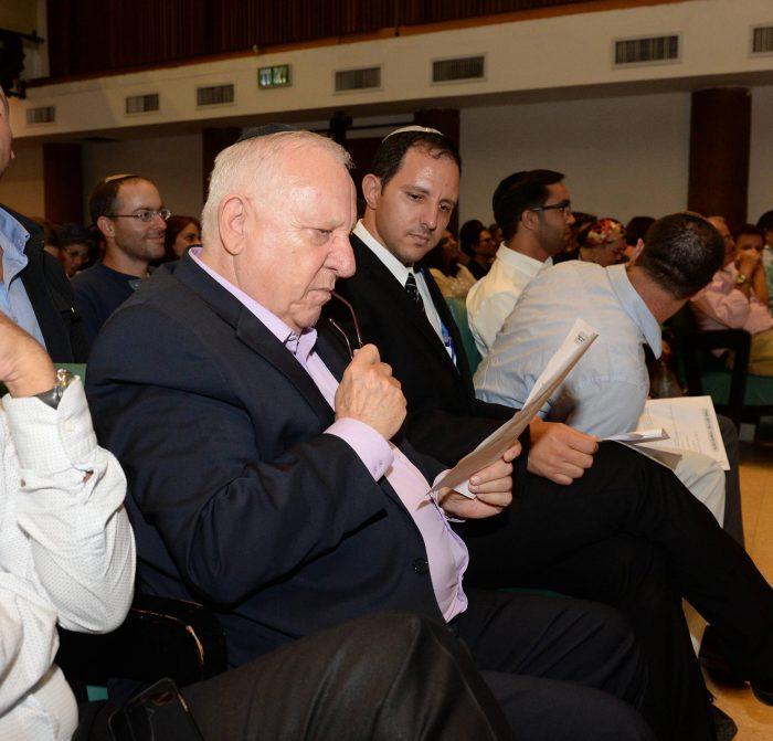 הסטטוס היהודי. הנשיא חולק מאזין לשיעור של סיוון רהב מאיר צילום: מארק ניימן|